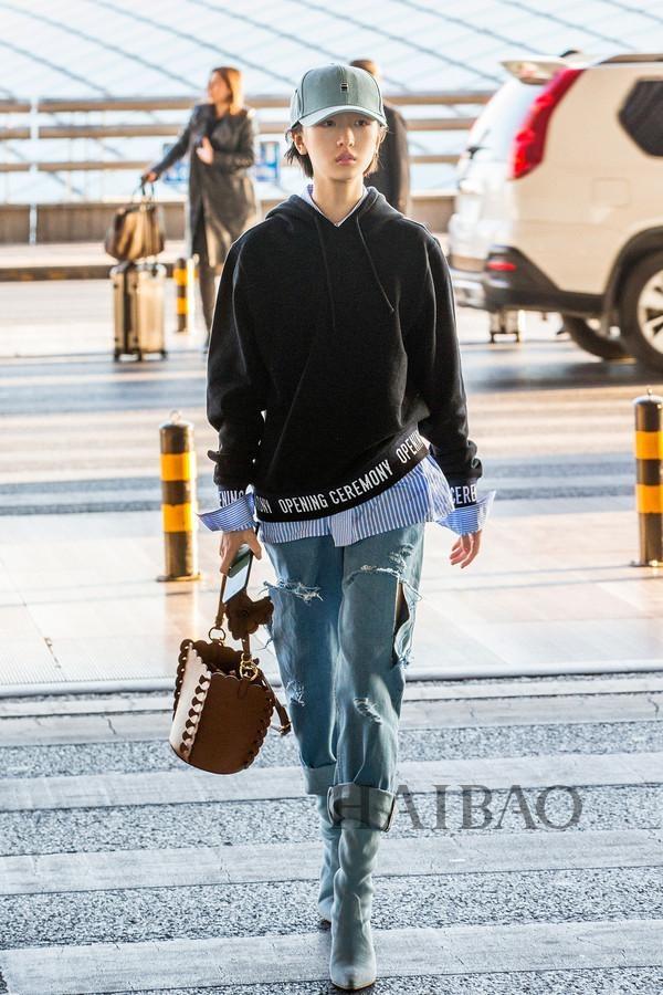 My nhan Hoa ngu dien jeans rach day ca tinh hinh anh 4