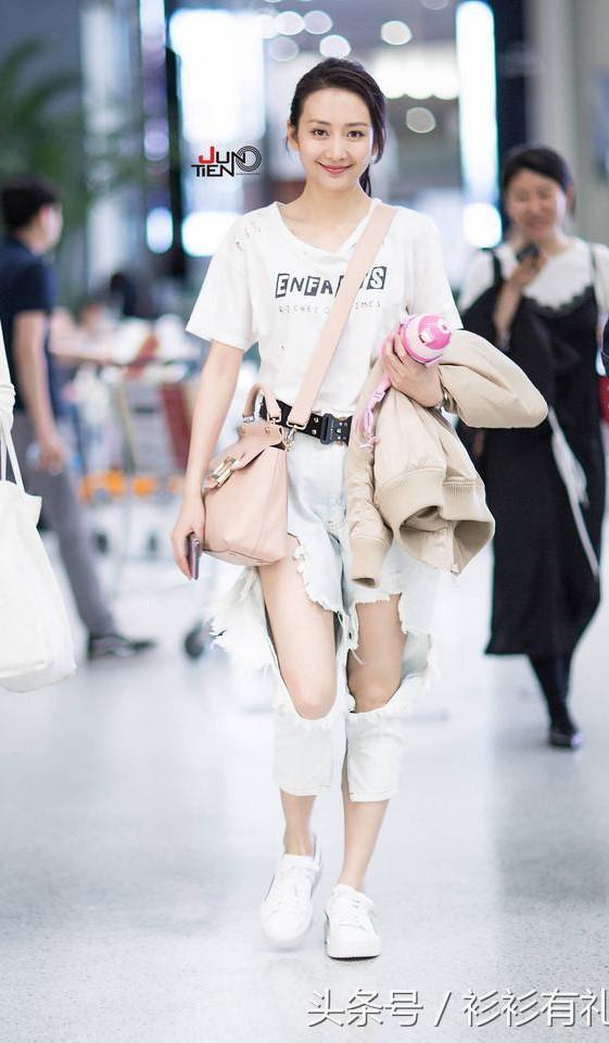 My nhan Hoa ngu dien jeans rach day ca tinh hinh anh 10
