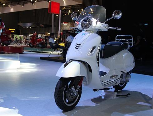 vespa-gts-300-super-doi-thu-moi-cua-honda-sh300i-tai-viet-nam