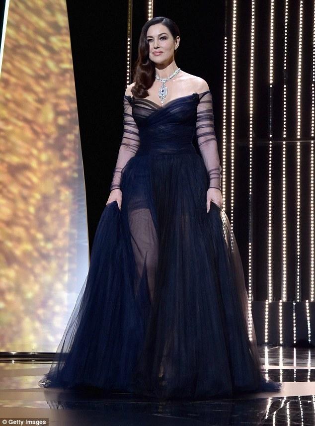 Nhan sắc đến từ nước Ý - Monica Bellucci - sở hữu vẻ quyến rũ nồng nàn, tại LHP Cannes năm nay, cô được giao nhiệm vụ là người dẫn dắt chương trình đêm khai mạc diễn ra vào tối thứ 4 vừa qua.