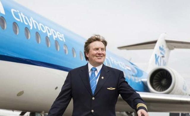 Vua Hà Lan Willem-Alexander thường lái máy bay thương mại của hãng KLM Cityhopper (Ảnh: AFP)