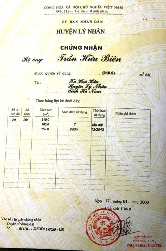 Sổ đỏ đứng tên chồng bà Mến, phía UBND xã cũng khẳng định phần đất nhà bà Mến không hề liên quan đến phần đất bố mẹ chồng để lại