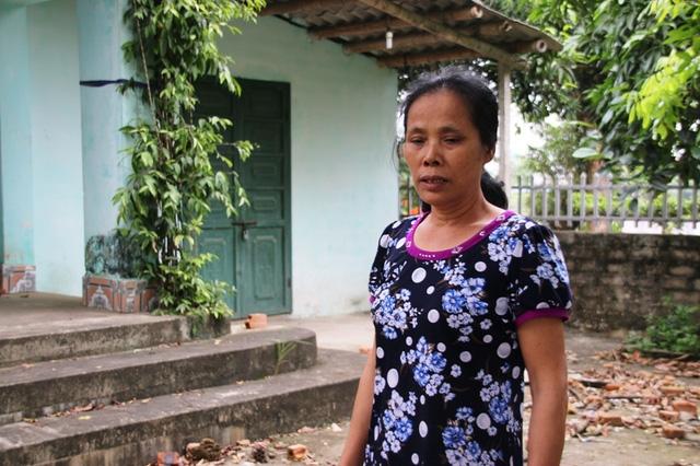 Bà Mến đau xót trước việc có nhà mà không được ở
