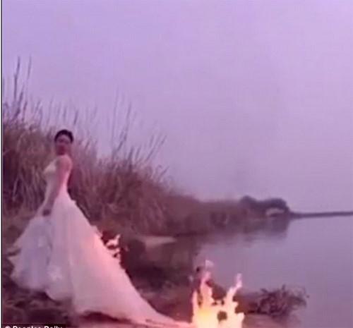 Đốt váy cưới để chụp ảnh cưới 'nghệ thuật', cô dâu suýt bị thiêu bỏng1