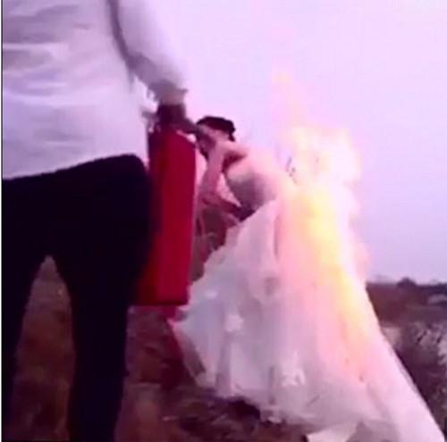 Đốt váy cưới để chụp ảnh cưới 'nghệ thuật', cô dâu suýt bị thiêu bỏng2