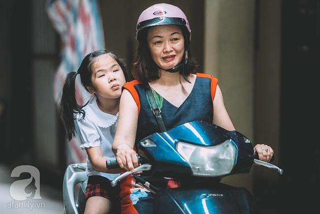 Mẹ bé khiếm thị gây sốt Vietnam Idol Kids: Tôi đã khóc rất nhiều khi con mình chẳng nhìn thấy gì cả! - Ảnh 11.
