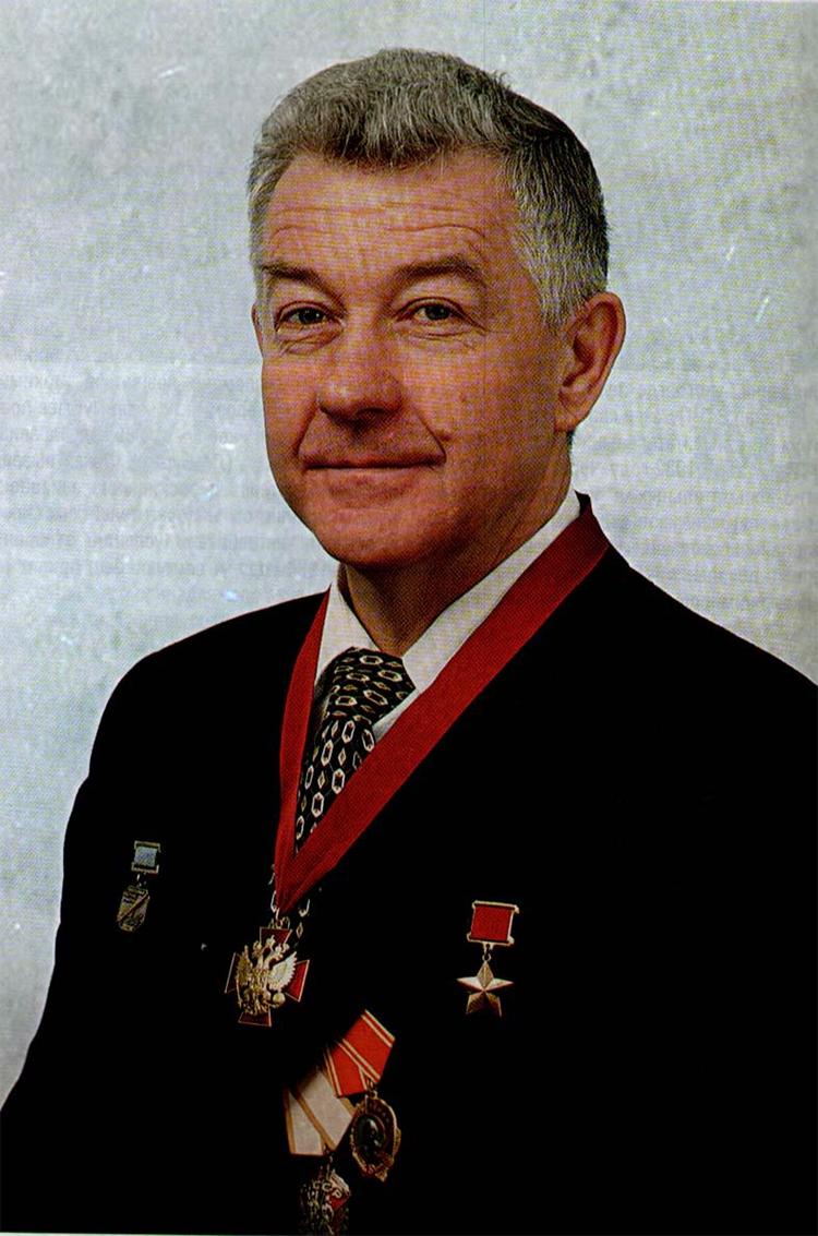 Viktor Pugachev - Kỷ lục gia thế giới trên tiêm kích Su-27 và mối quan hệ đặc biệt với KQVN - Ảnh 3.