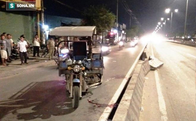 Xe ba gác tông xe máy, 4 người nhập viện cấp cứu