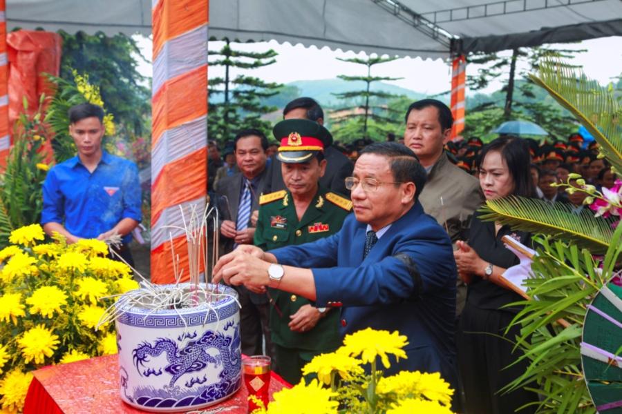 Xuc dong tai le an tang 12 hai cot liet si hy sinh tai Lao ve dat me hinh anh 6
