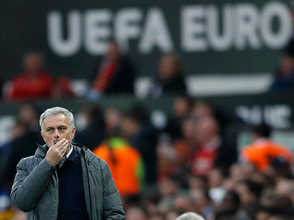Chung kết Europa League: Nơi Mourinho nén tiếng thở dài