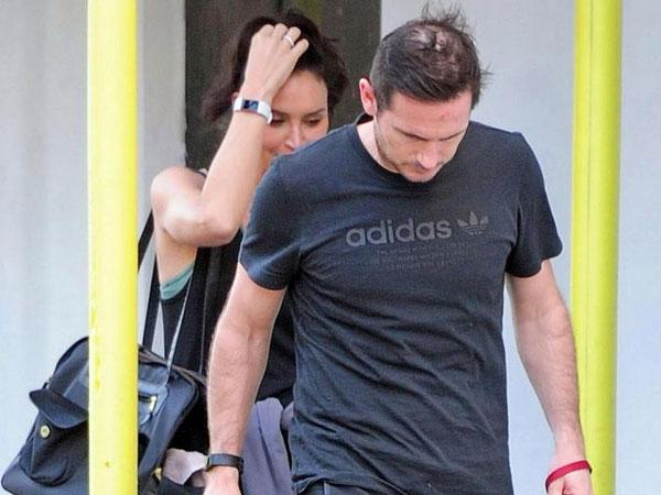 Tóc rụng nhanh, Lampard đang bị hói đầu nặng