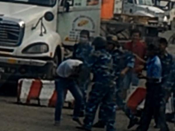 Xôn xao clip 5 kiểm soát cảng Cát Lái đánh phụ xe container