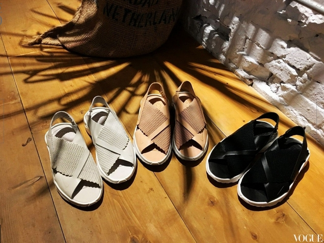 Đoạn clip về đôi sandals mới của Nike khiến nàng nào cũng muốn mua ngay - Ảnh 2.
