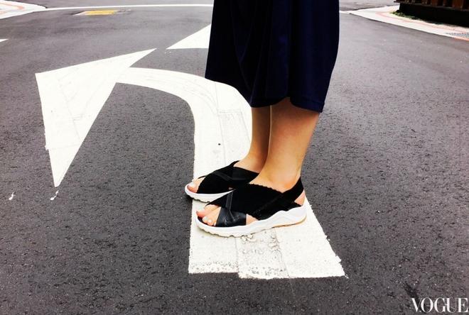 Đoạn clip về đôi sandals mới của Nike khiến nàng nào cũng muốn mua ngay - Ảnh 5.