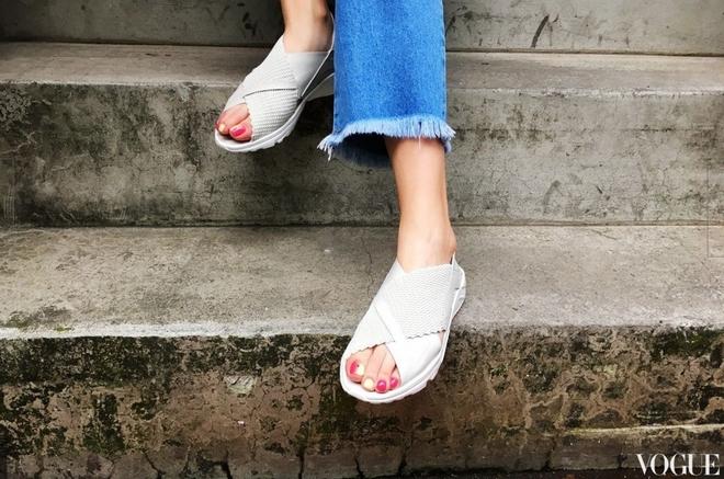 Đoạn clip về đôi sandals mới của Nike khiến nàng nào cũng muốn mua ngay - Ảnh 6.