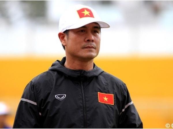 """HLV Hữu Thắng """"đốp chát"""" HLV Lê Thụy Hải chuyện cầu thủ U20"""