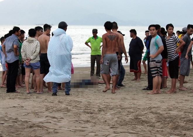 Đà Nẵng: Nhậu xong xuống tắm biển, nam thanh niên chết đuối thương tâm - Ảnh 1.