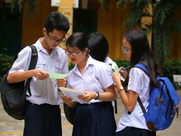 Chấm thi tuyển sinh lớp 10 TP.HCM: Điểm các môn đều thấp