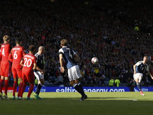 Harry Kane cứu tuyển Anh thoát thua vào phút bù giờ