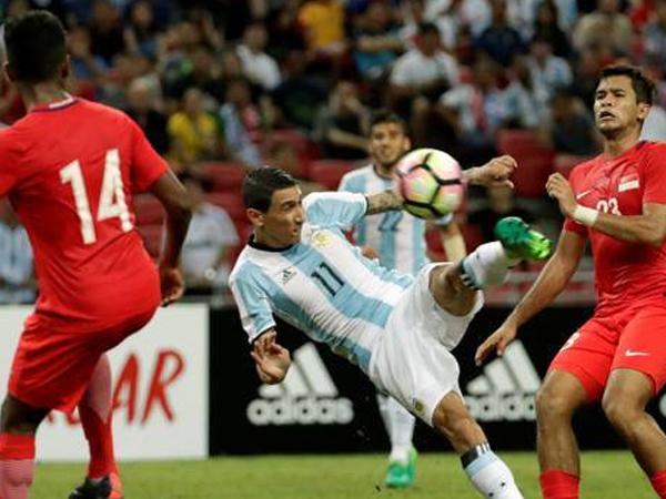 Vắng Messi, Argentina vẫn thắng đậm Singapore với tỷ số tennis