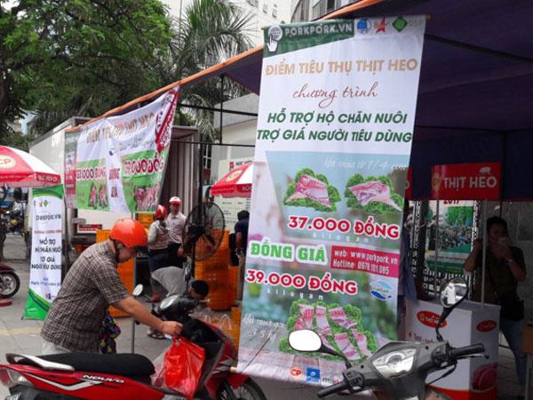 Hà Nội mở điểm bán thịt heo đồng giá 39.000 đồng một kg