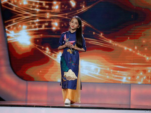 Xuất hiện bé 12 tuổi xinh xắn khiến Văn Mai Hương phải gọi là
