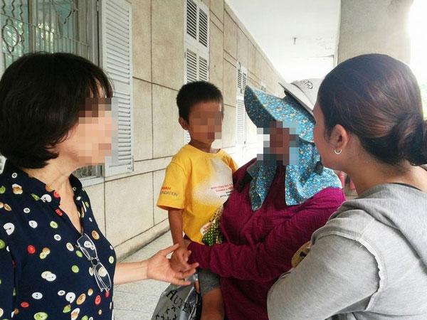 Vụ hai đứa trẻ bị bỏ rơi ở Thủ Đức: Sau 3 ngày day dứt, người mẹ đã đến nhận lại con
