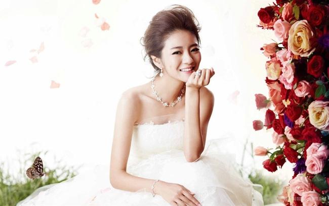 An Dĩ Hiên được chồng đại gia tặng 3 bộ trang sức trị giá gần 7 tỷ - Ảnh 5.