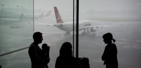 Cả gia đình không nên ngồi cùng 1 chuyến bay: Lựa chọn không dành cho người có thu nhập trung bình - Ảnh 1.