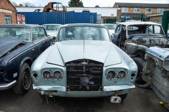 Nghia trang xe sieu sang Rolls-Royce va Bentley lon nhat the gioi hinh anh 11