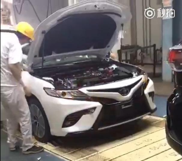 Sedan cỡ trung Toyota Camry 2018 lộ diện trong nhà máy ở châu Á - Ảnh 1.