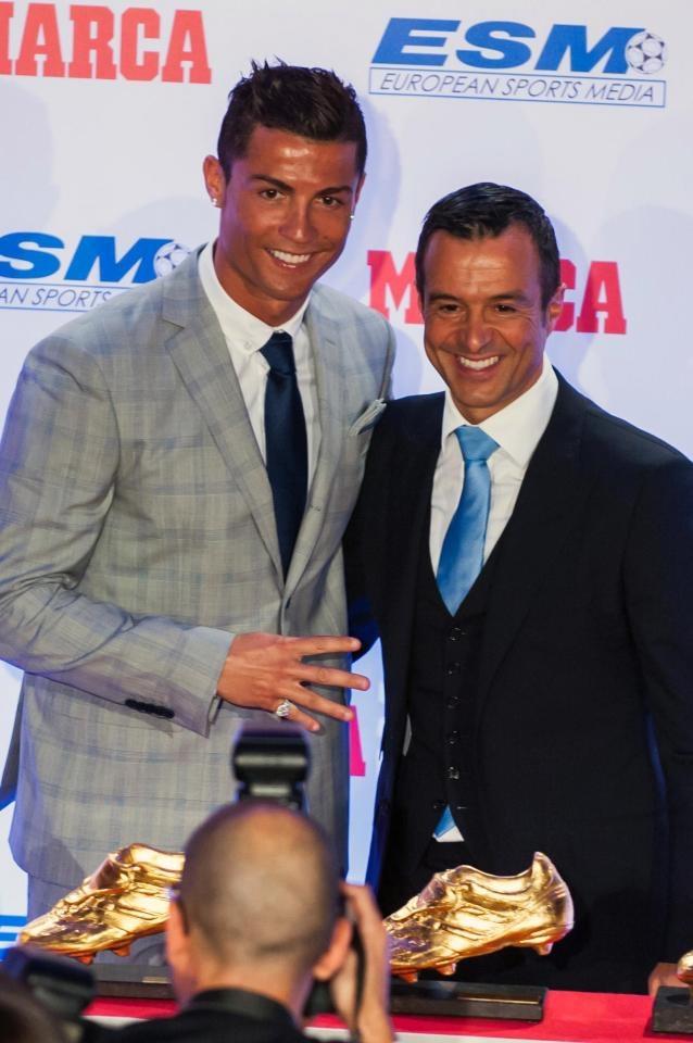 'Sieu co' Jorge Mendes nhan lenh dua Ronaldo ve Man Utd hinh anh 1