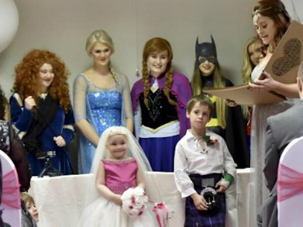 Đám cưới cổ tích của bé gái ung thư