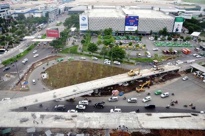 """Cận cảnh cây cầu bạc tỷ """"giải cứu"""" kẹt xe ở Tân Sơn Nhất trước giờ G - 1"""
