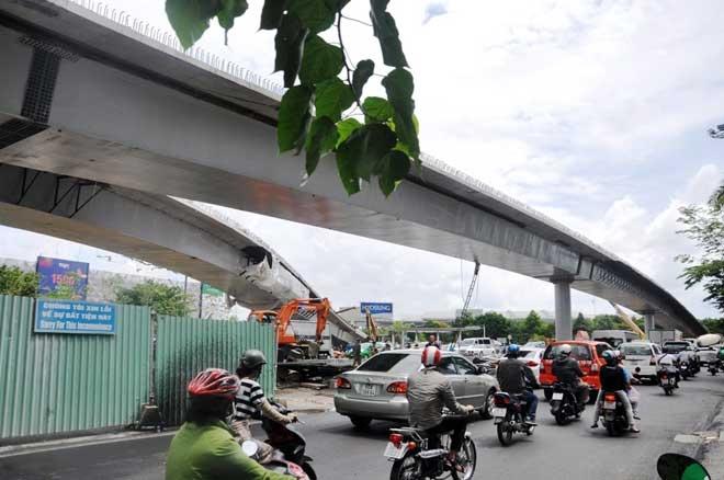 """Cận cảnh cây cầu bạc tỷ """"giải cứu"""" kẹt xe ở Tân Sơn Nhất trước giờ G - 4"""