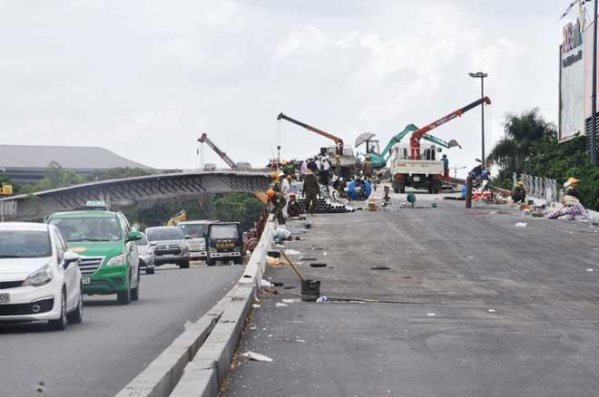 """Cận cảnh cây cầu bạc tỷ """"giải cứu"""" kẹt xe ở Tân Sơn Nhất trước giờ G - 5"""