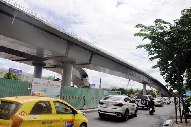 """Cận cảnh cây cầu bạc tỷ """"giải cứu"""" kẹt xe ở Tân Sơn Nhất trước giờ G - 6"""