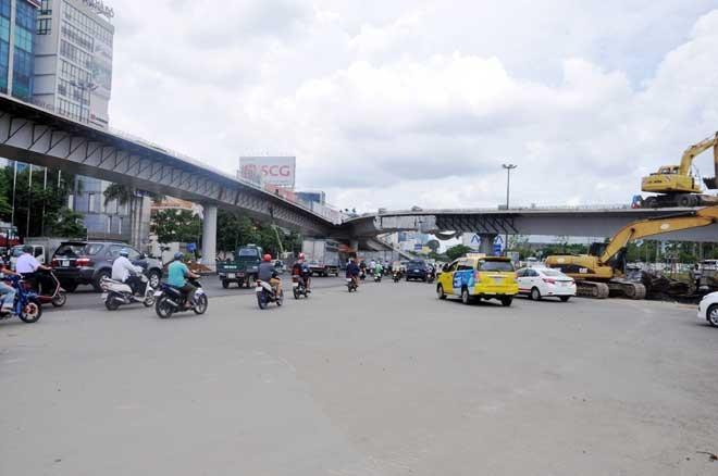 """Cận cảnh cây cầu bạc tỷ """"giải cứu"""" kẹt xe ở Tân Sơn Nhất trước giờ G - 7"""