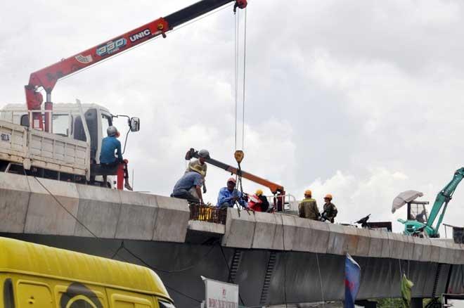 """Cận cảnh cây cầu bạc tỷ """"giải cứu"""" kẹt xe ở Tân Sơn Nhất trước giờ G - 10"""