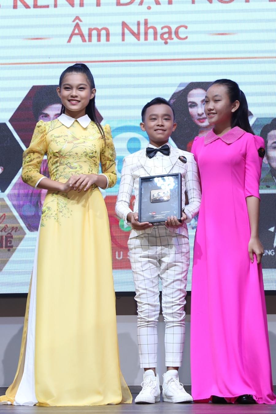 Đan Trường, Phi Nhung được Youtube vinh danh - 1