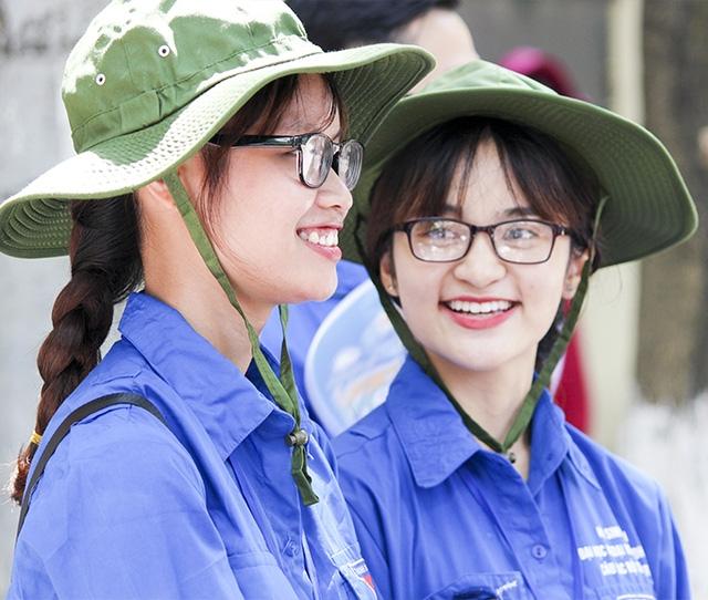 Nụ cười đáng yêu của các bạn tình nguyện viên tiếp sức mùa thi.