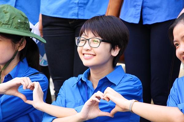 Tình nguyện viên tiếp sức mùa thi luôn tạo ấn tượng tốt trong mắt phụ huynh và thí sinh.