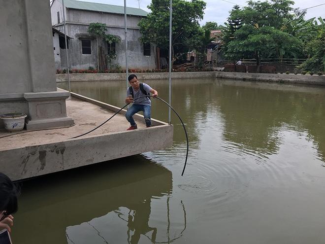 Vụ 4 người đuối nước ở Thường Tín: Vợ tưởng chồng đưa các cháu đi viện - Ảnh 4.