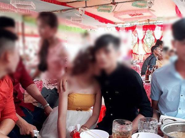 Chị em hay người yêu cũ: Bức ảnh trong đám cưới này đang khiến cư dân mạng tranh cãi kịch liệt!