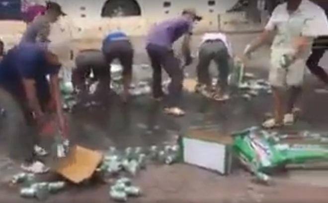 Không hôi của, người Hà Nội nhặt bia giúp tài xế xe tải gặp nạn