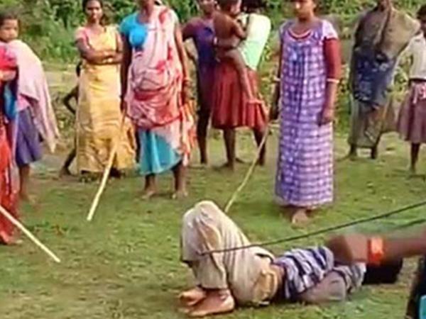 Kẻ hãm hiếp trẻ em bị trói và trừng phạt bằng roi ở Ấn Độ