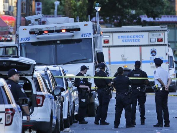 Một cảnh sát New York bị ám sát ngay trong xe tuần tra