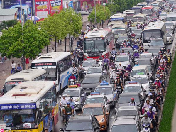 Cấm xe máy vào nội đô: Khó nhất là thay đổi thói quen của người dân