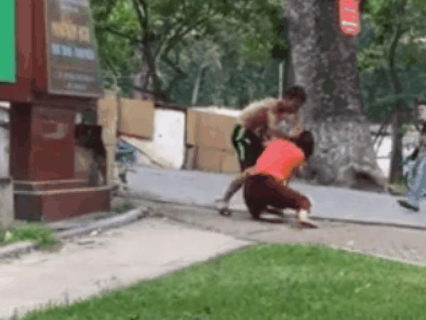 Hà Nội: Bị chồng túm cổ đánh giữa phố, người vợ bóp