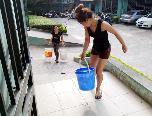 Hà Nội: Thiếu nước sinh hoạt, nhiều gia đình KĐT Đại Kim ngậm ngùi bỏ 3 triệu đồng/20 ngày mua nước sạch - 7